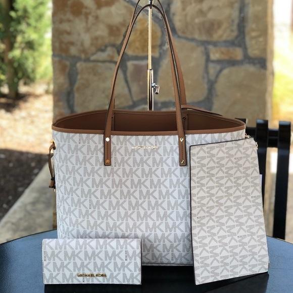 3817814bb2e6 Michael Kors Bags | Jet Set Drawstring Tote Pouch Wallet | Poshmark